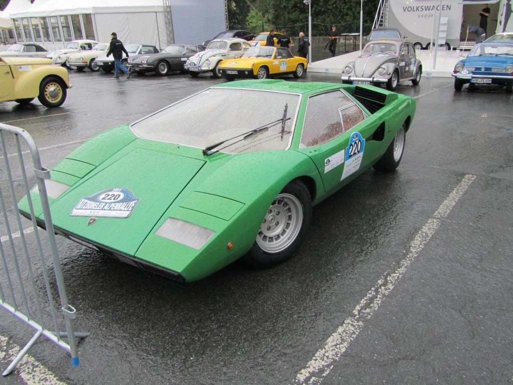 Oldtimer Lamborghini Countach in grün bei der Kitzbühler Alpenrally