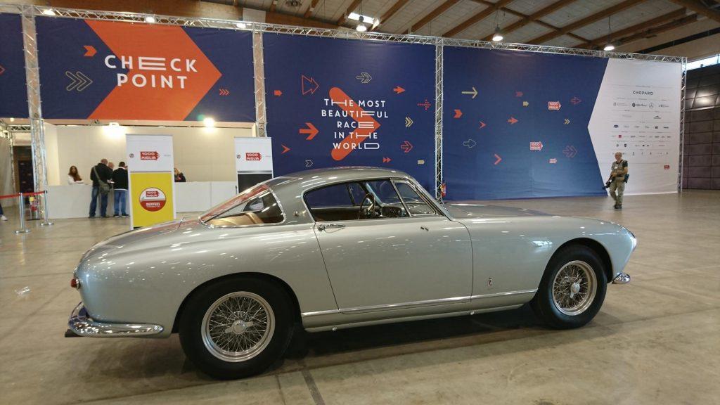 Oldtimer bei der technischen Abnahme der Mille Miglia